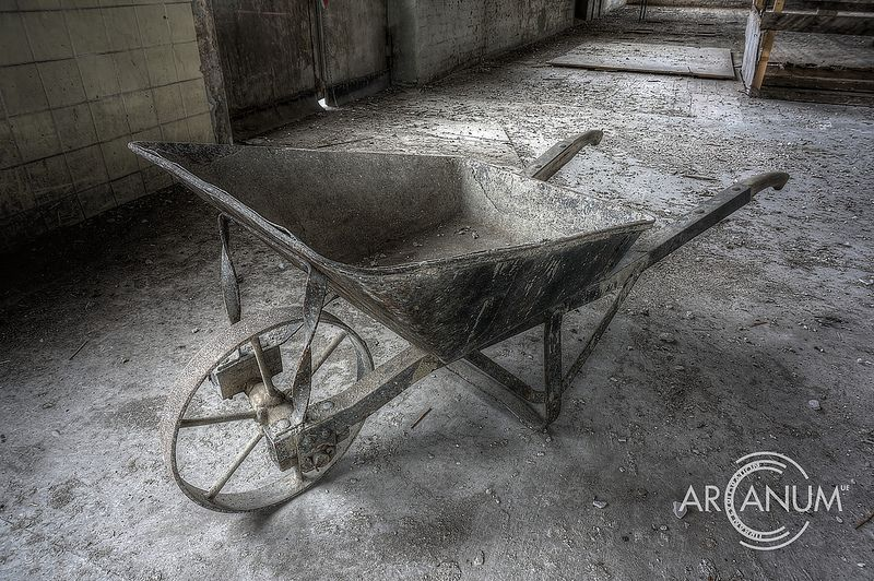 Urban explorer documents an abandoned rubber factory 4